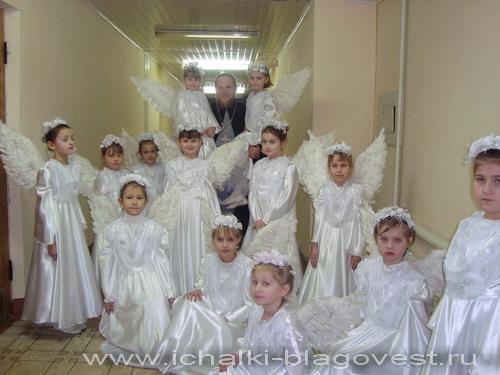 Настоятель прихода церкви в честь Рождества Пресвятой Богородицы протоиерей Иоанн Просвирнин