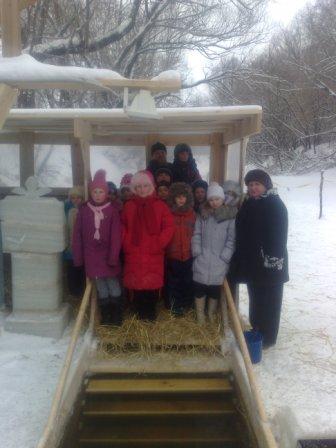 Дети из воскресной школы посетили Крещенскую купель на реке Алатырь