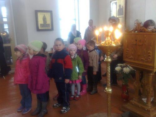 В храм  на богослужение