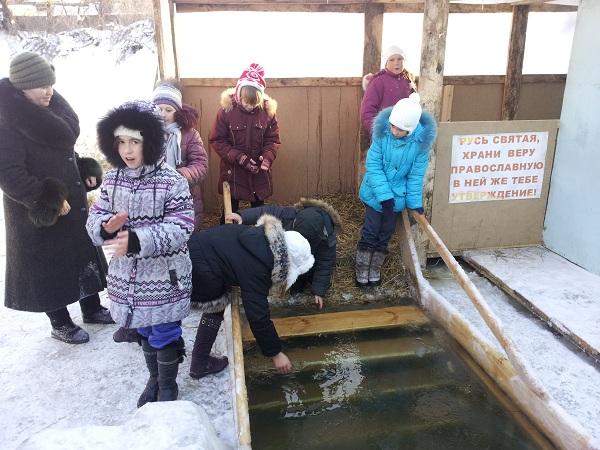 Дети из воскресной школы посетили Крещенскую купель