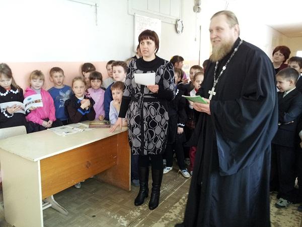 Благочинный Ичалковского округа  протоиерей Иоанн Просвирнин посетил МОБУ «Кемлянскую СОШ»