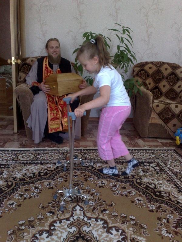 Икона и ковчег  со святыми мощами св. Луки Войно – Ясенского в храме Рождества Пресвятой Богородицы с. Кемля