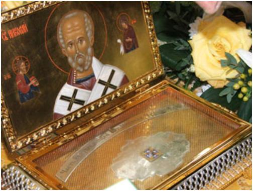 Для молитвенного поклонения прибывает ковчег с мощами Святителя Николая Чудотворца
