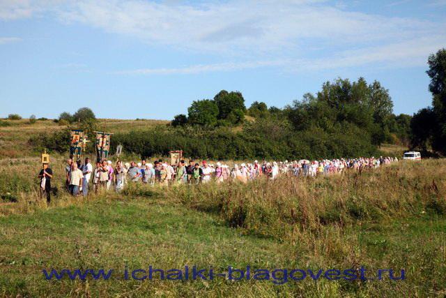 Крестный ход накануне памяти преподобного Филарета старца Ичалковского
