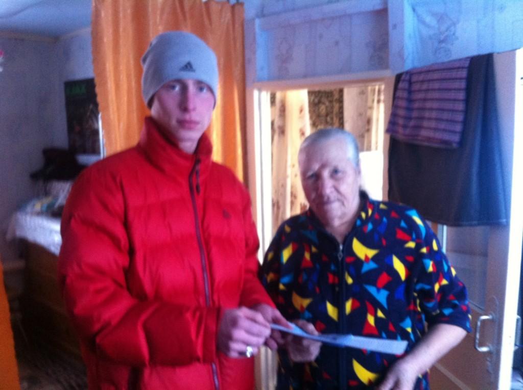 В праздник Крещения Господня православная молодежь раздавала листовки с информацией о крещенской воде