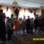 Дети приехали поздравить пожилых людей с праздником Пасхи
